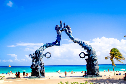 Love-in-Playa-del-Carmen-Mexico